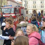Ob wir das Feuerwehrauto (hasičský vůz) in unser Dorf mitnehmen könnten?